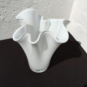 Foldevase i hvidt glas